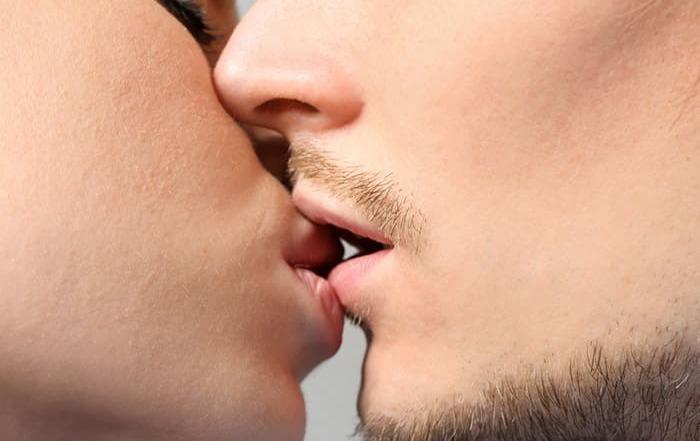 Schmerzen beim Küssen durch CMD - Craniomandibuläre Dysfunktion
